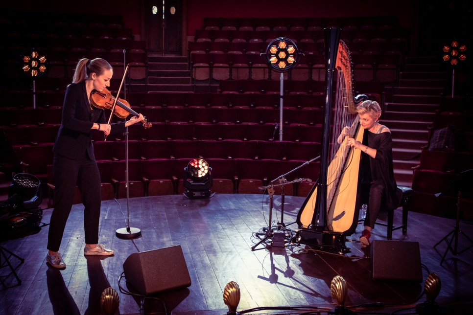Image of Catrin Finch and Aoife Ni Bhriain